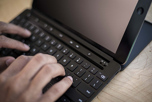 Bild: Microsoft Universal Mobile Keyboard mit Apple iPad | © Microsoft Newsroom Deutschland