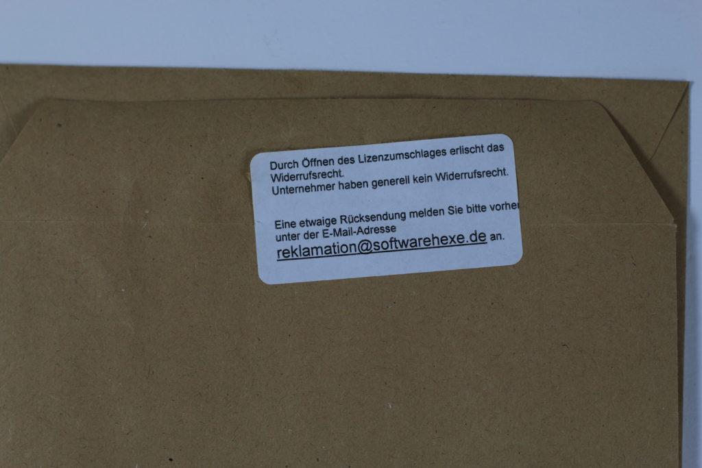 Bild: Versiegelter Umschlag mit Hinweis auf das beim Öffnen verfallende Widerrufsrecht